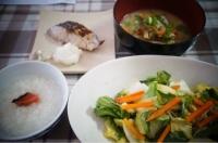 さわらの塩麹漬け 重ね煮の粕汁 塩麹の浅漬けサラダ 胚芽米のおかゆ